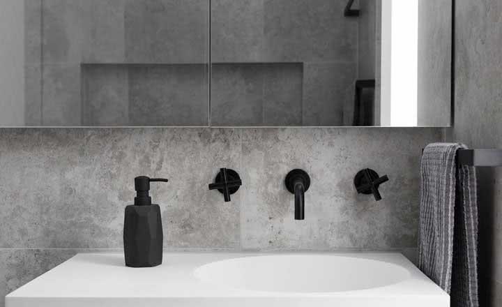 Banheiro cinza: veja dicas para decorar e fotos incríveis de decoração