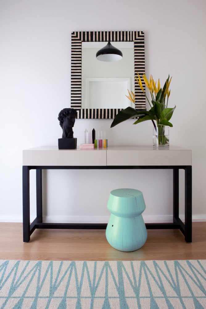 Ambientes minimalistas também podem se render a beleza das helicônias