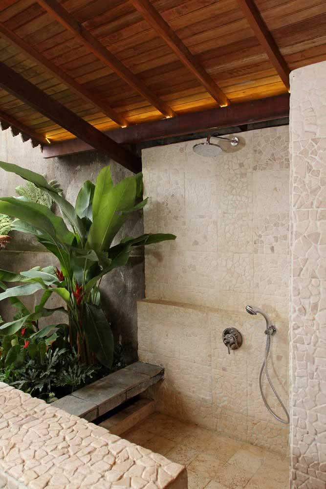 Um banho na companhia das helicônias