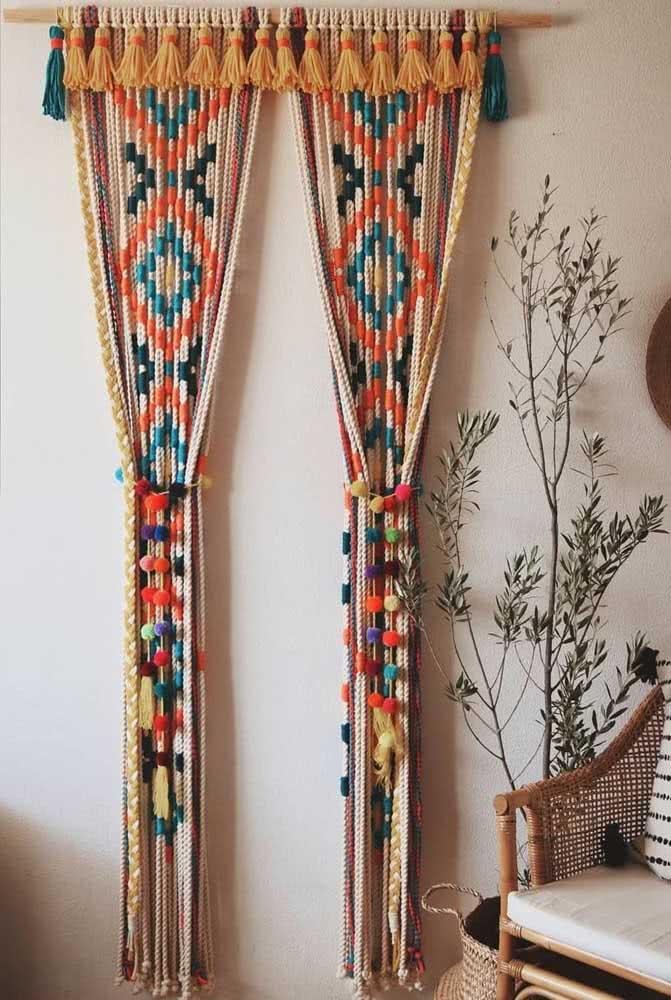 Prendedor de cortina colorido e super alto astral feito de pompons de lã