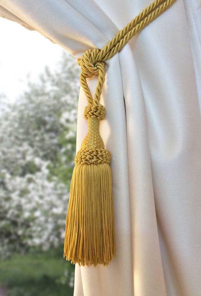 Corda e pingente: o modelo mais clássico de todos quando o assunto é prendedor de cortina