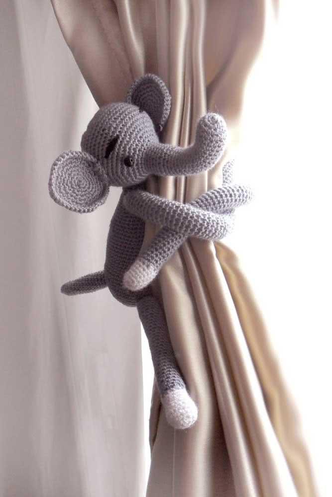 E o que acha de um amigurumi prendedor de cortina? A coisa mais fofa desse mundo!