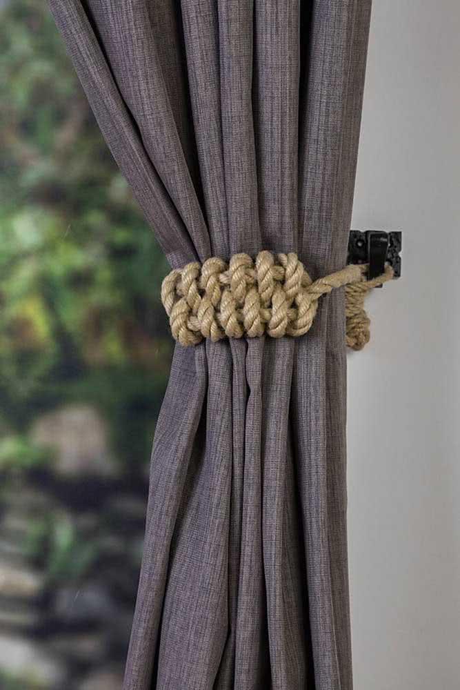 Alguns nós e está resolvido o problema do prendedor de cortina