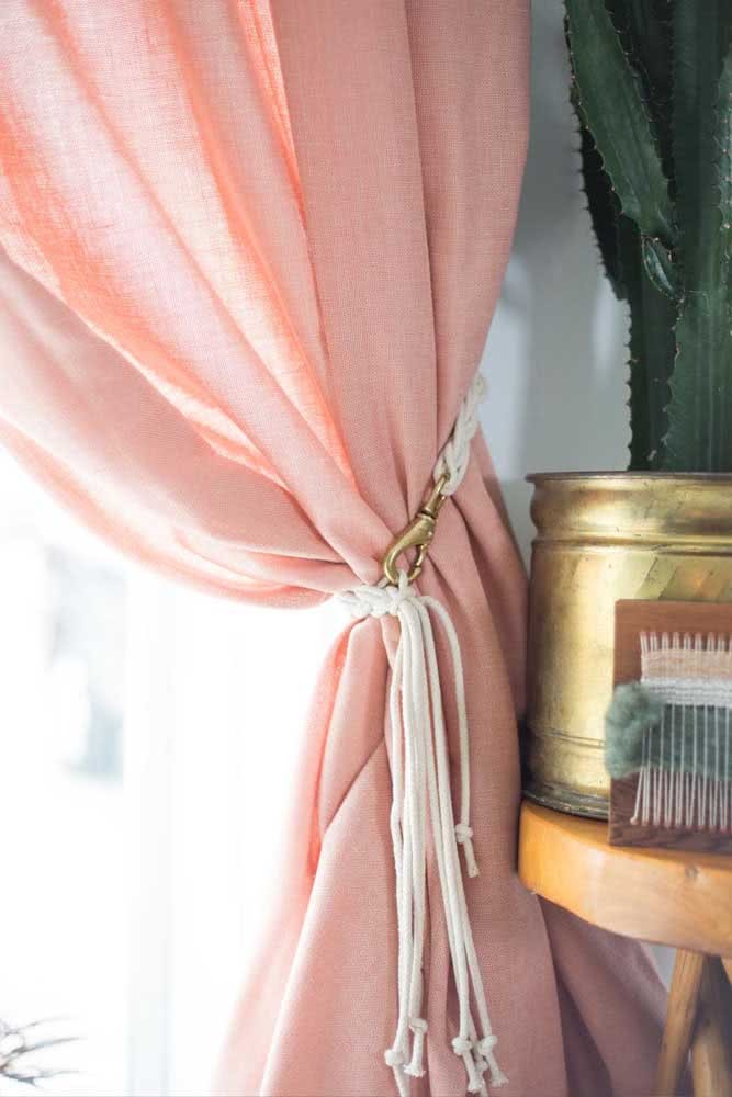 O prendedor de cortina mais fácil do mundo: barbante e gancho de chaveiro