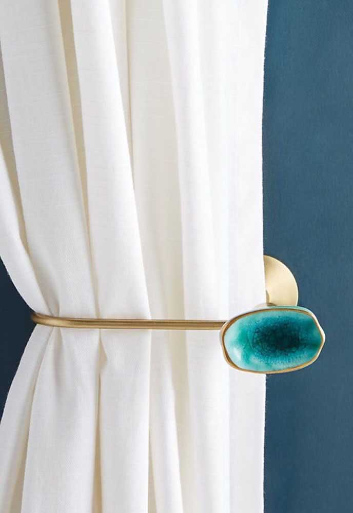 Um prendedor de cortina que é uma verdadeira preciosidade