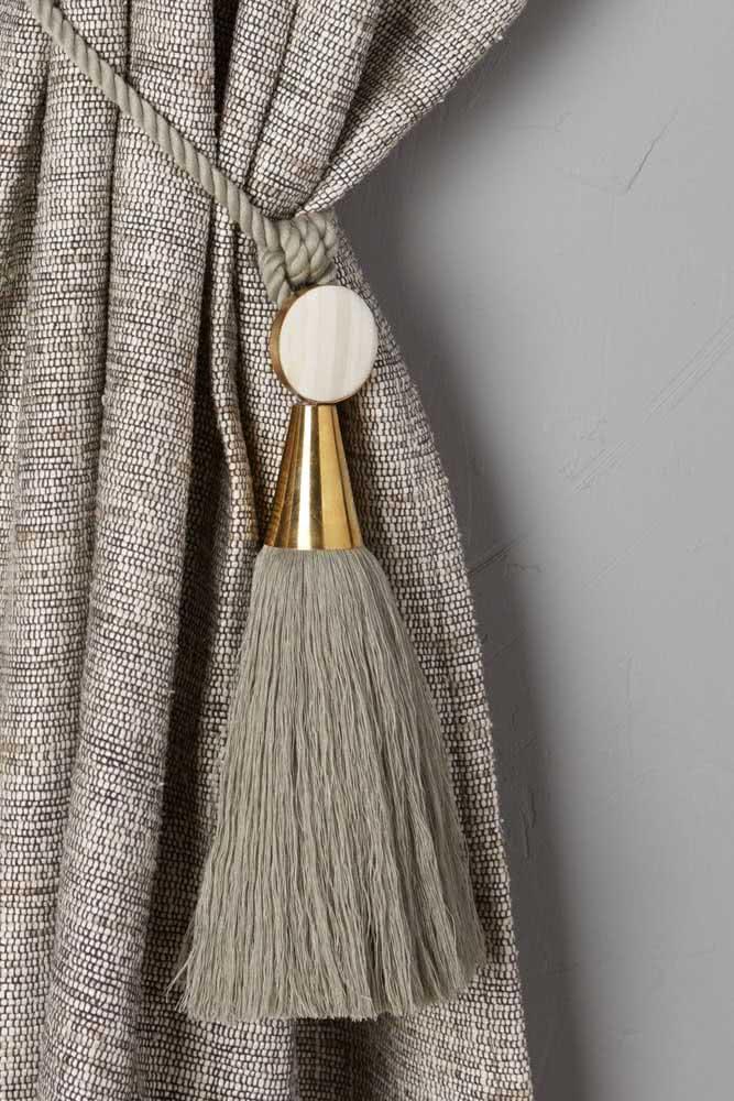 Prendedor na cor da cortina para quem deseja manter a neutralidade e o padrão de cores