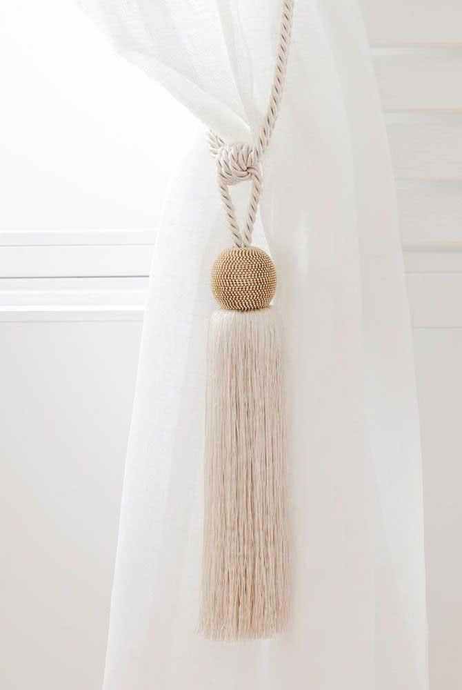 Prendedor de cortina feito com pingente de fios: outra solução simples e eficiente