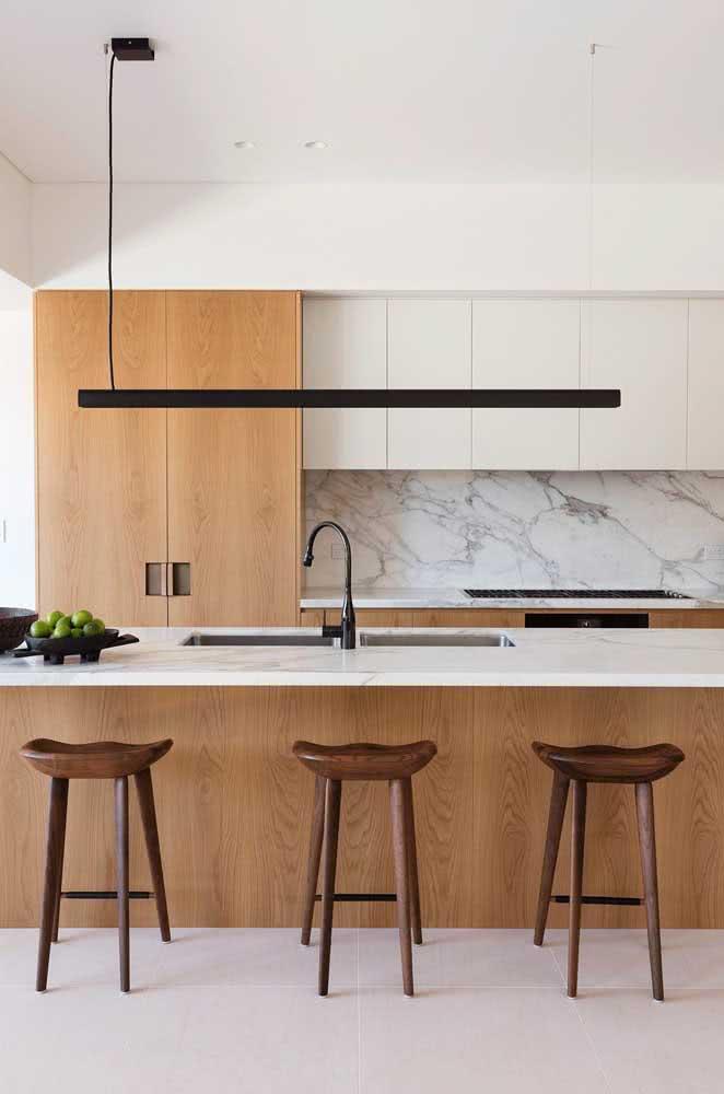 Elegante, moderna e de madeira