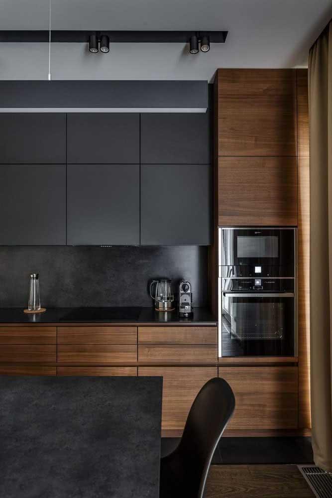 Madeira escura com MDF preto para um projeto moderno e sofisticado
