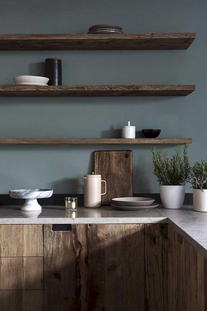 Cozinha de madeira rústica aconchegante e intimista