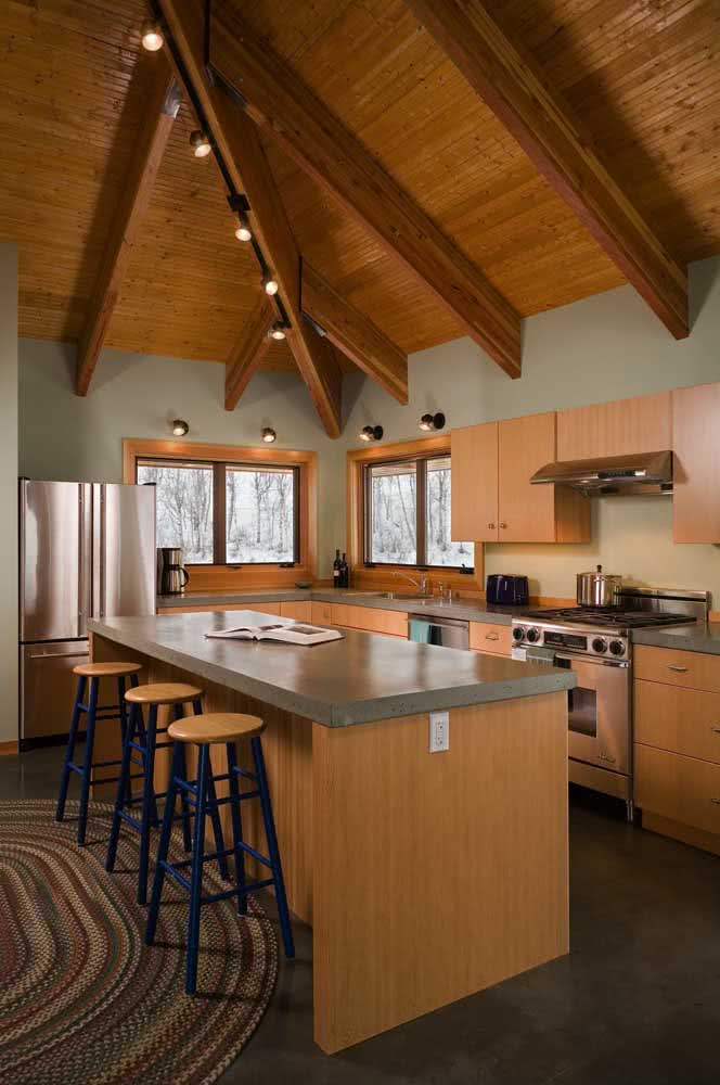 Quer coisa mais linda do que uma cozinha de madeira sobre um piso de cimento queimado?