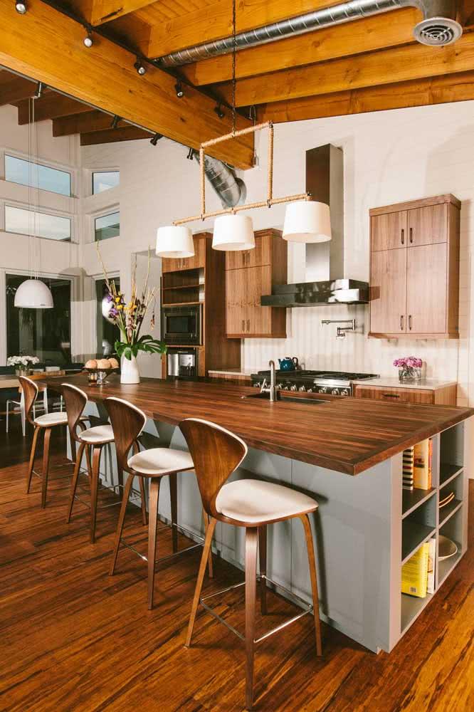 Cozinha de madeira integrada e super espaçosa