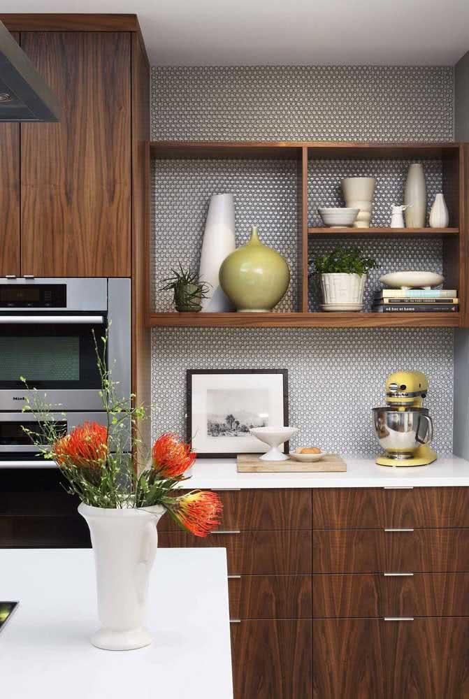 Cozinha de madeira maciça planejada