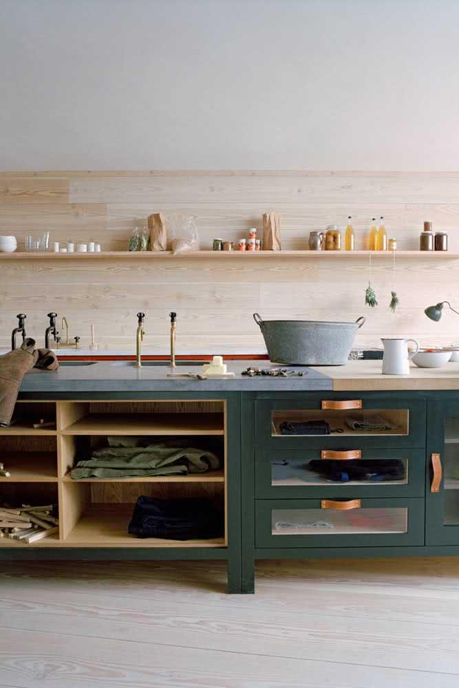 E o que acha de uma cozinha de madeira verde?