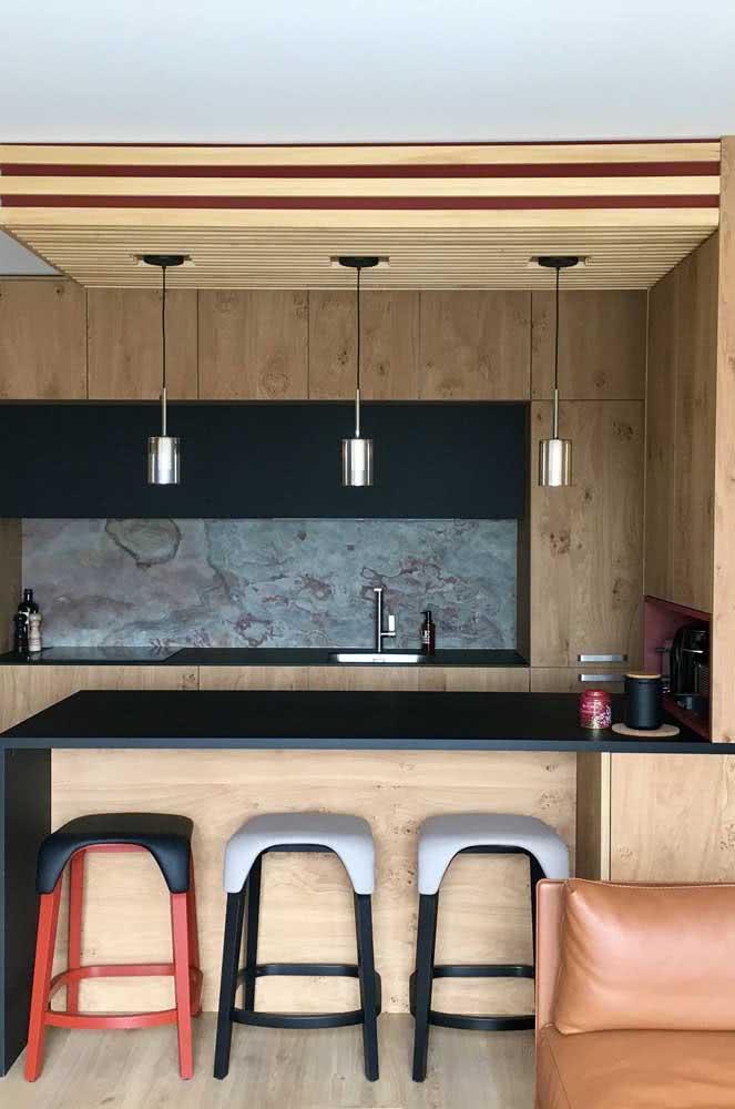 Cozinha de madeira rústica e moderna