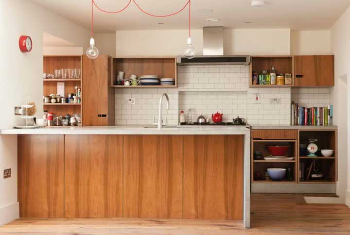 Cozinha de madeira: veja as vantagens, desvantagens, dicas e fotos