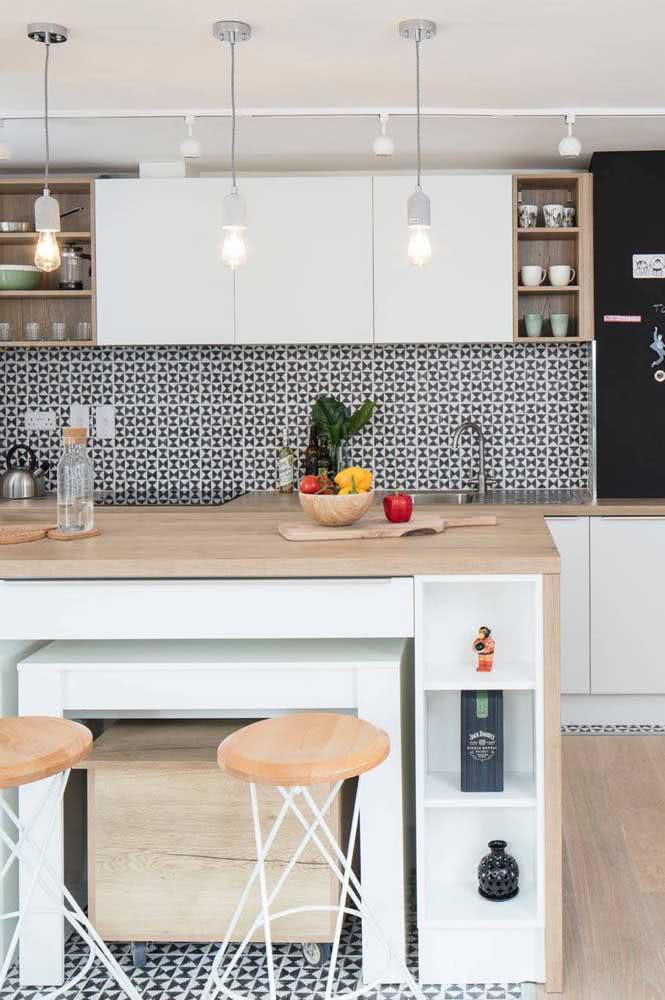 Bancada de madeira clara para cozinha: uma das preferidas do momento