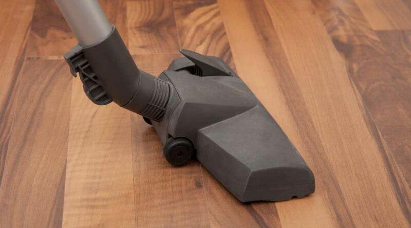 Como limpar piso: veja as técnicas para deixar o seu piso sempre brilhante