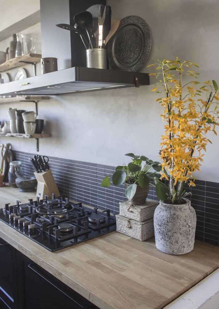 "Orquídea bambu amarela para ""aquecer"" e iluminar a cozinha"