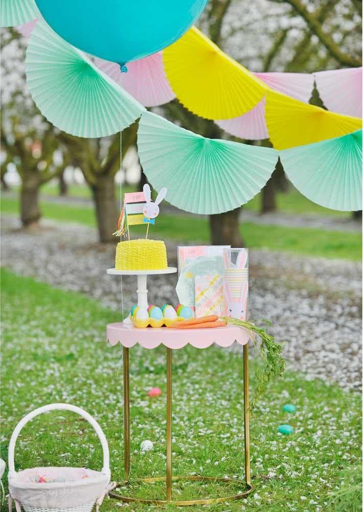 Uma mesa simples já resolve toda a decoração