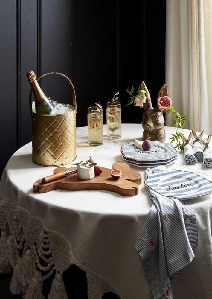 Mesa de páscoa simples, mas com elementos originais