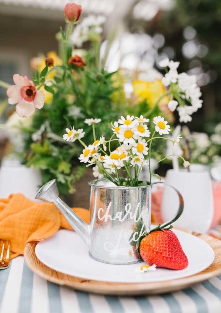 Cheia de flores e frutas