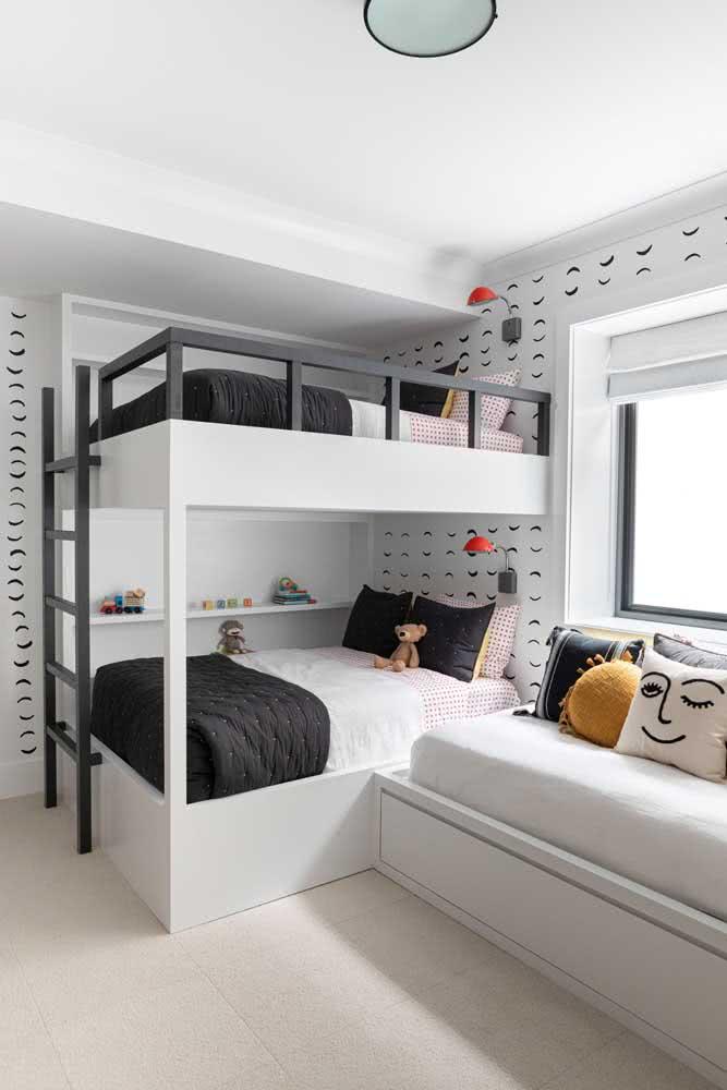 Beliche planejada para o quarto pequeno. O aproveitamento é tanto que cabe até mais uma cama