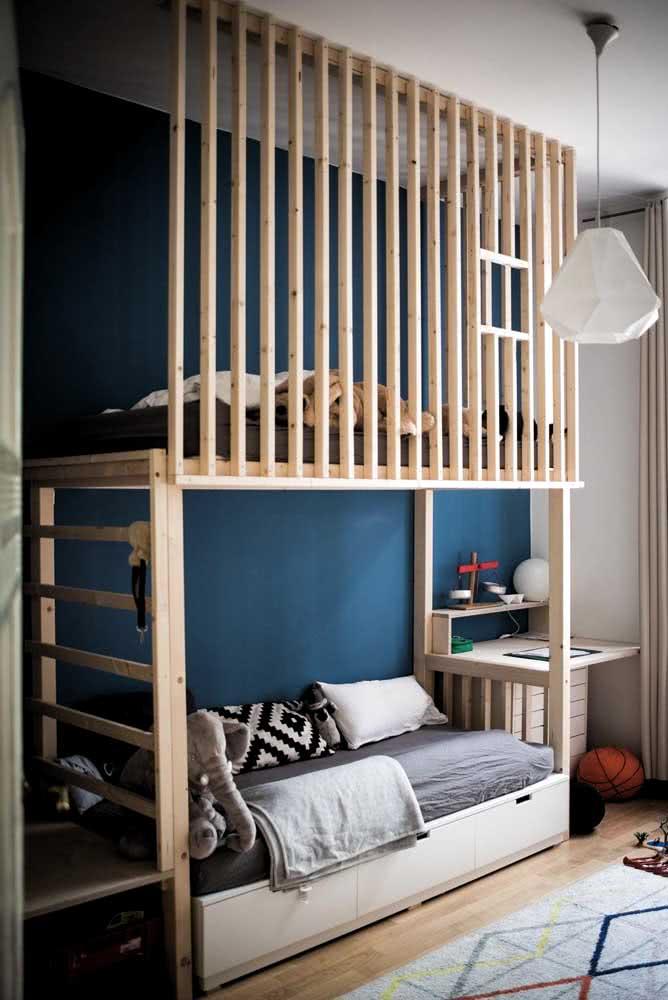 Grade de proteção de madeira para a cama beliche planejada infantil