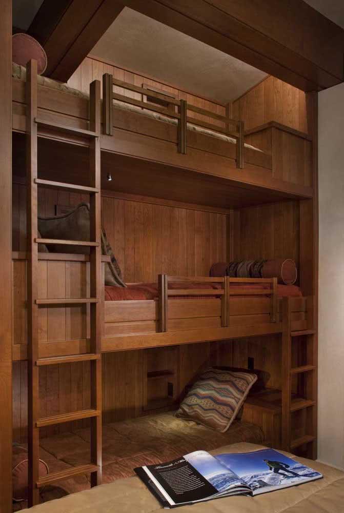 Espaço de sobra com a triliche de madeira