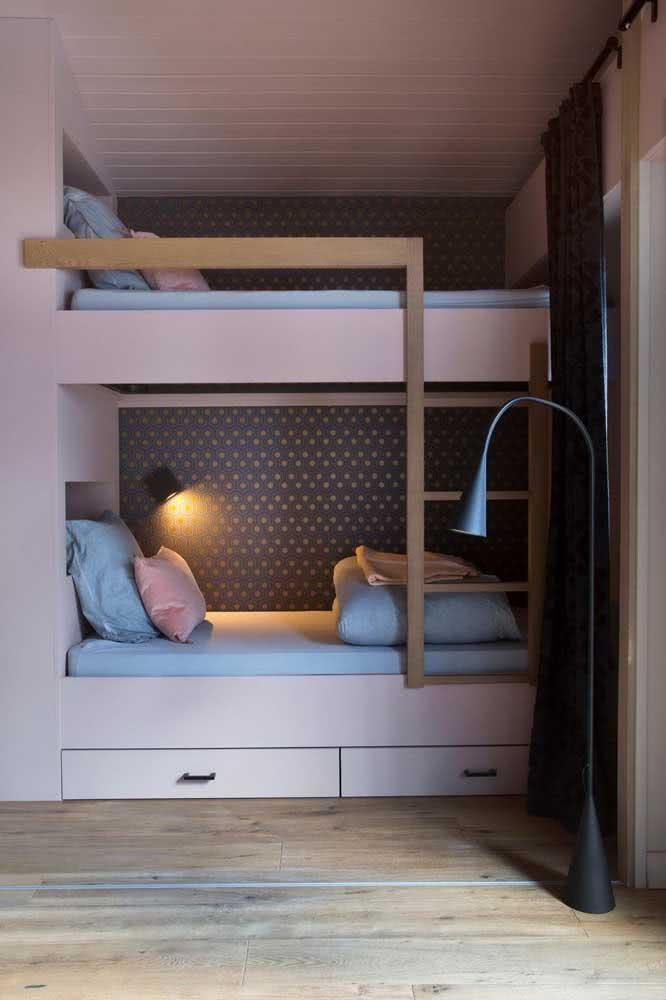 Instale uma iluminação em cada cama, assim ninguém atrapalha ninguém