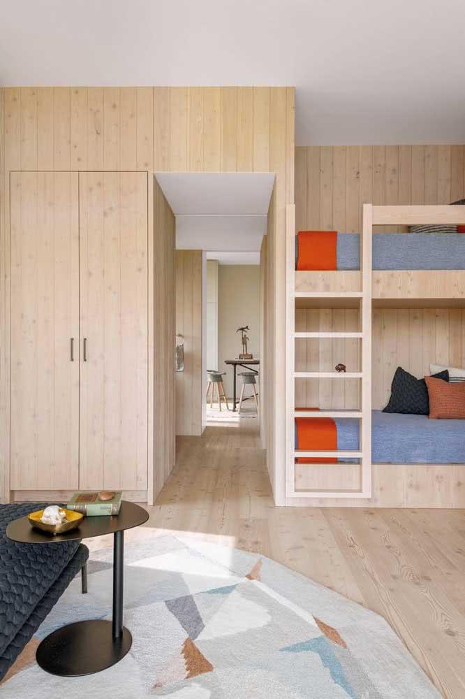 Cama beliche planejada de madeira seguindo o modelo do guarda roupa