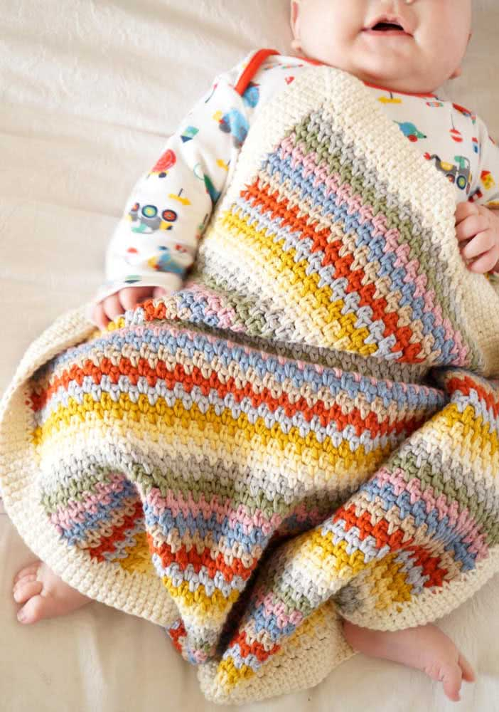 Uma mantinha de crochê do tamanho certo da criança