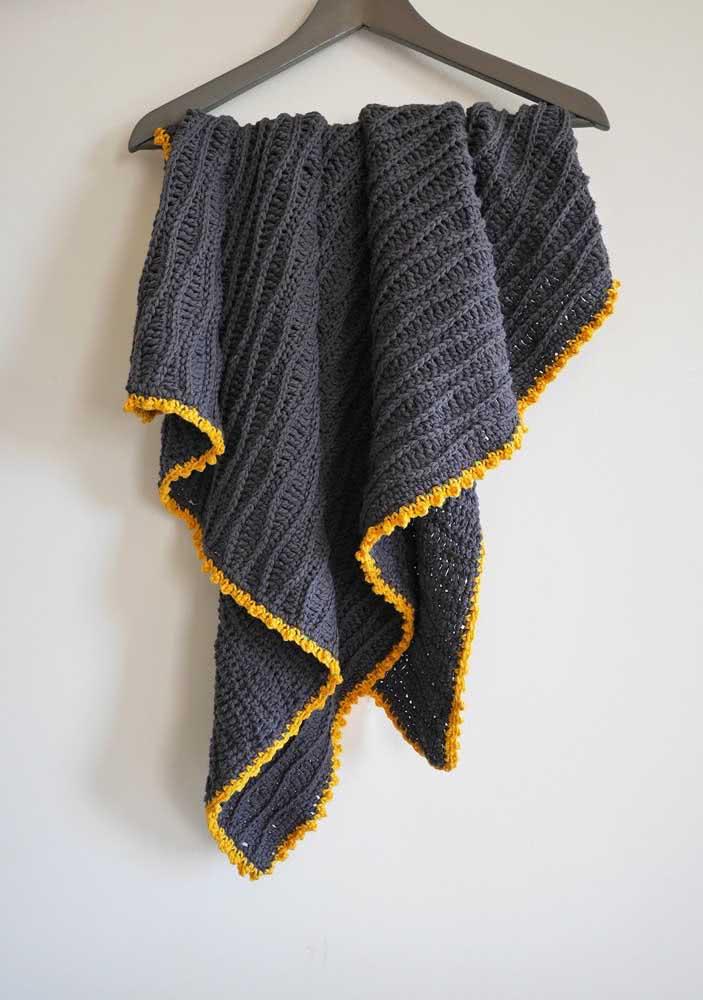 Já pensou em uma manta de crochê cinza escura para o seu bebê? Super moderna!