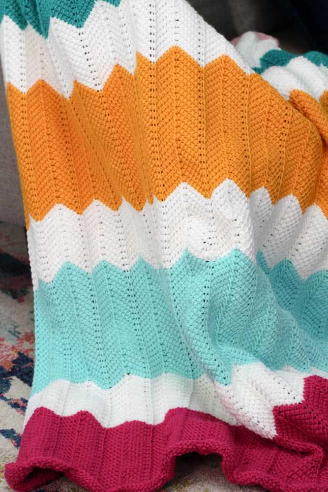 Cores alegres e vibrantes para a manta de crochê do bebê