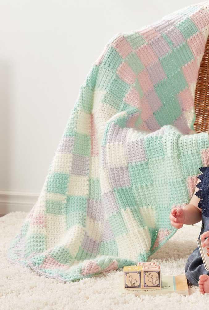 Aqui, são os famosos quadradinhos de crochê que chamam a atenção. A manta foi toda produzida com eles