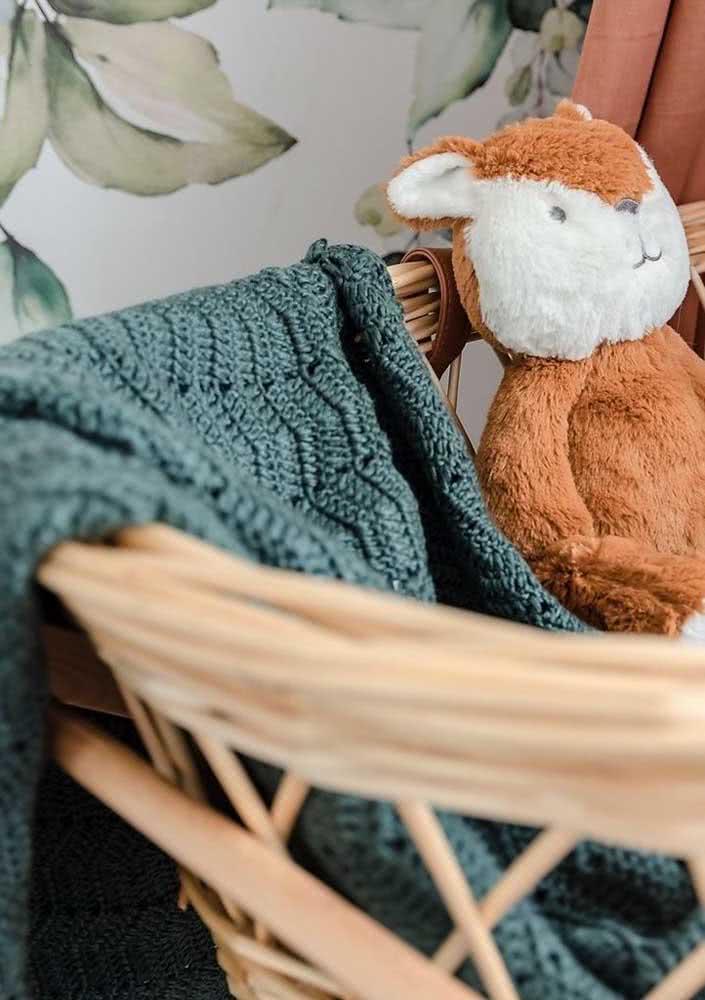 Manta de crochê para bebê em tom de verde escuro: saia do comum