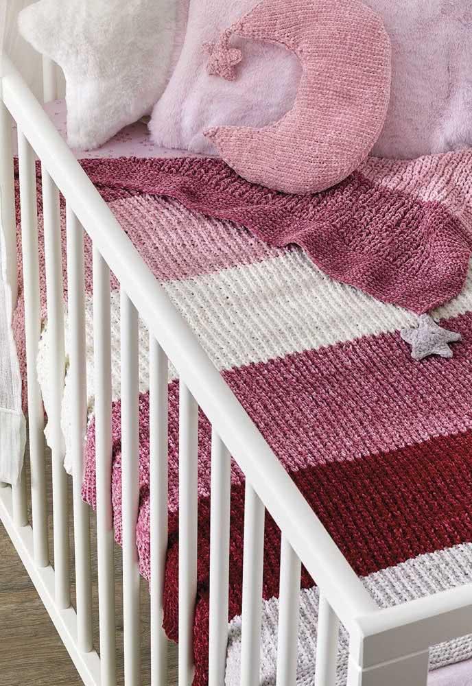 Quentinha, essa manta de crochê para bebê também fica linda para forrar o bercinho