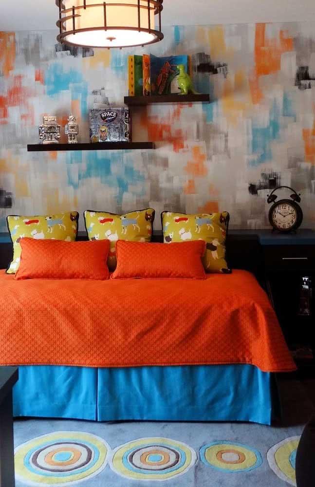 Textura de parede colorida com diferentes tonalidades neste quarto de casal.