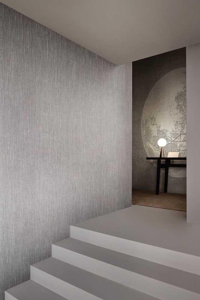 Hall de entrada da residência super elegante: aqui a escolha foi pela textura de parede riscada