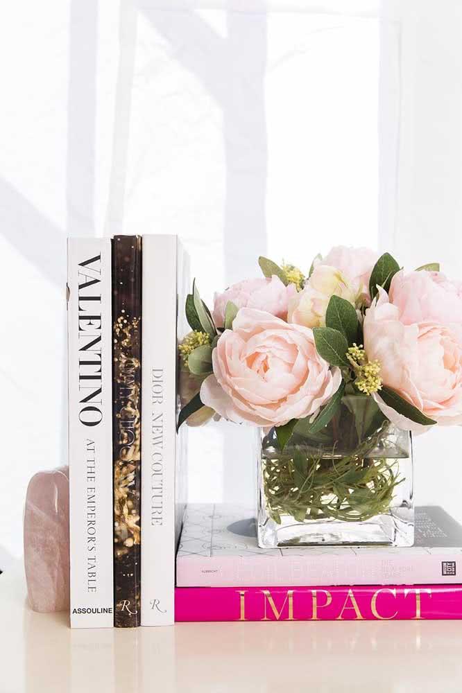 Elegância e feminilidade no mini arranjo de peônias rosas