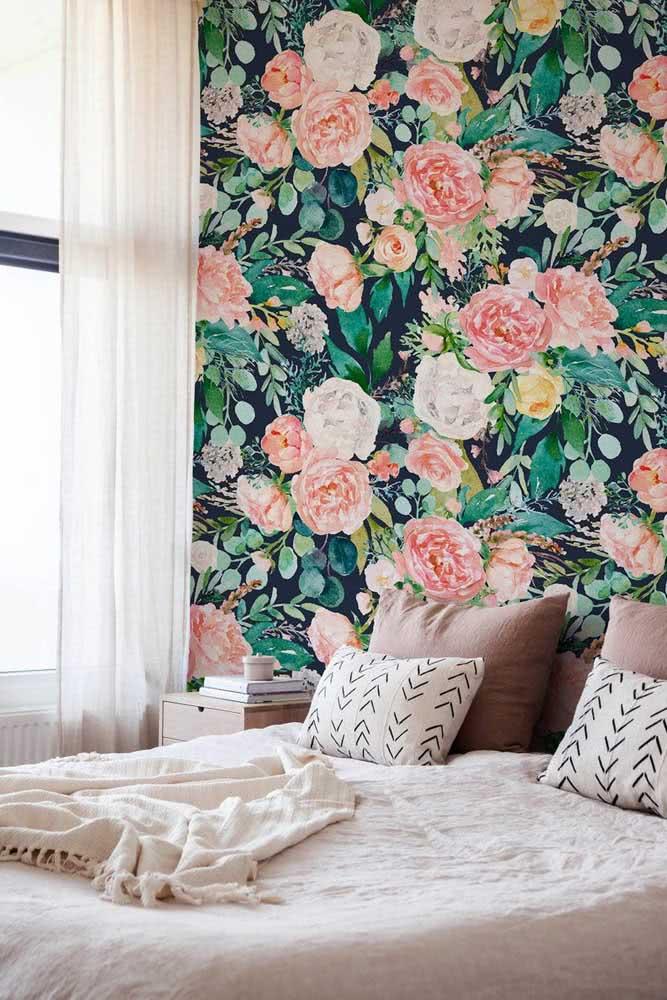 E se não puder contar com a flor in natura, traga-a para a decoração em um papel de parede