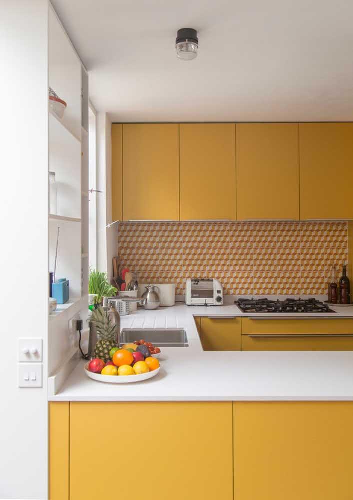 Na cozinha, o amarelo traz conforto e acolhimento