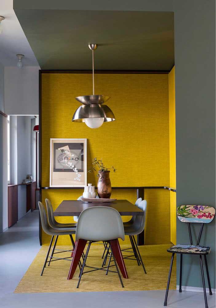 Receptividade é a palavra dessa sala de jantar amarela
