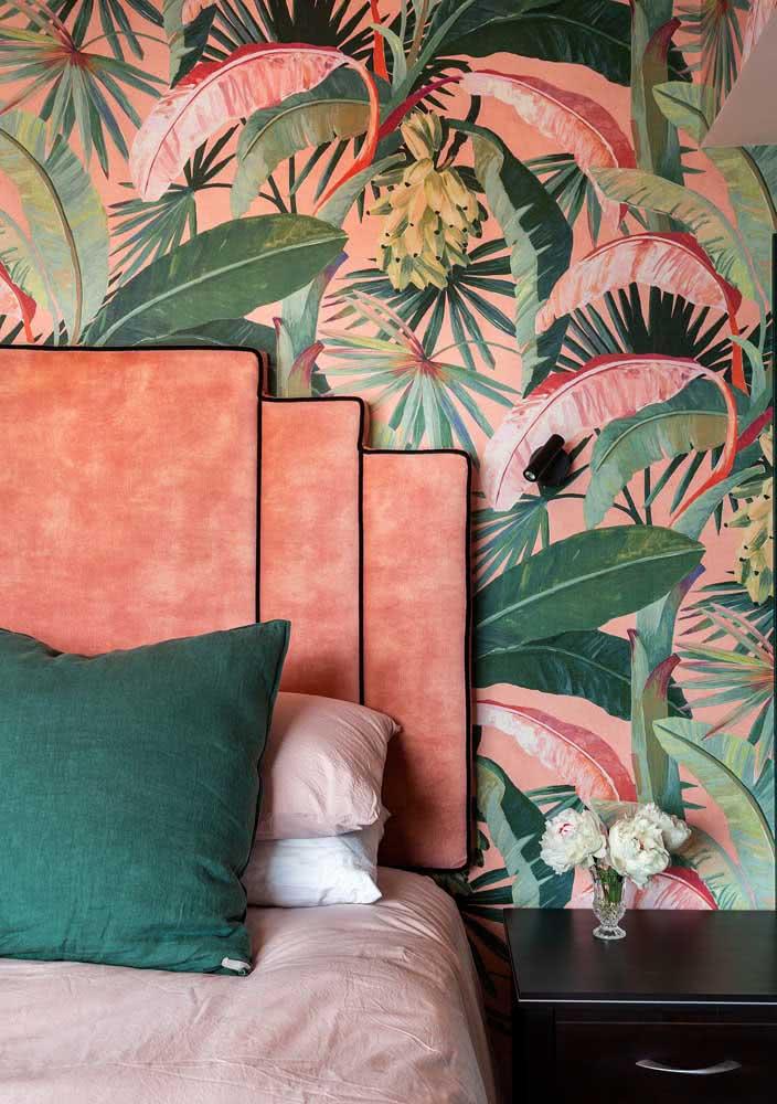 Mix de laranja, rosa e verde no quarto tropical