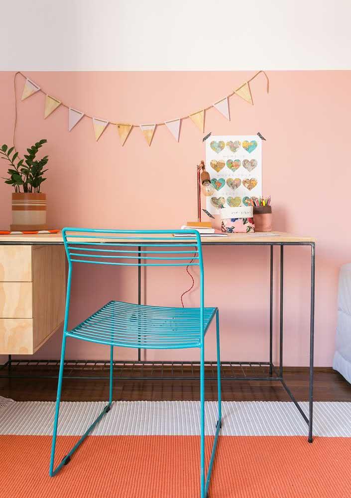 Laranja e rosa em detalhes nesse home office