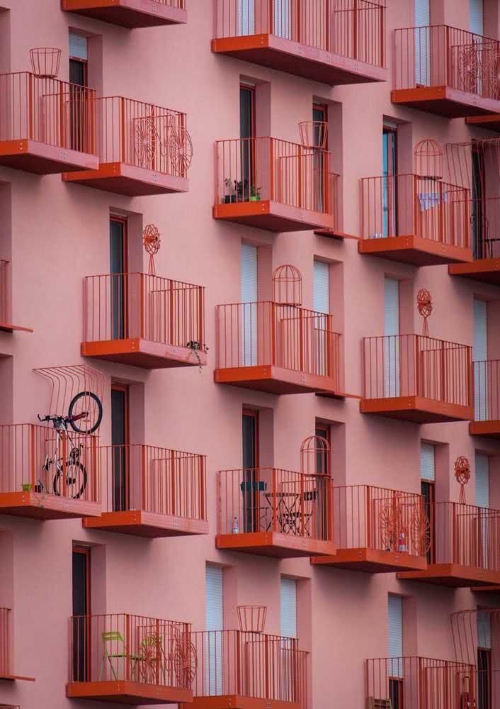 Fachada cor de rosa para espalhar amor pela cidade