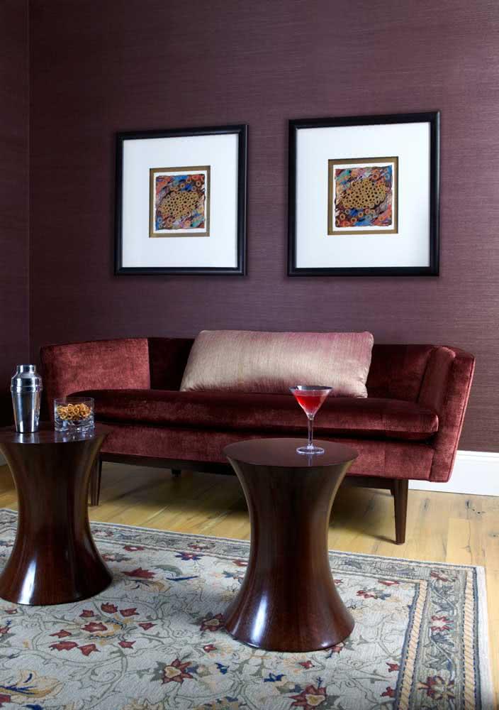 Roxo, vermelho e marrom: combinação sensual e elegante