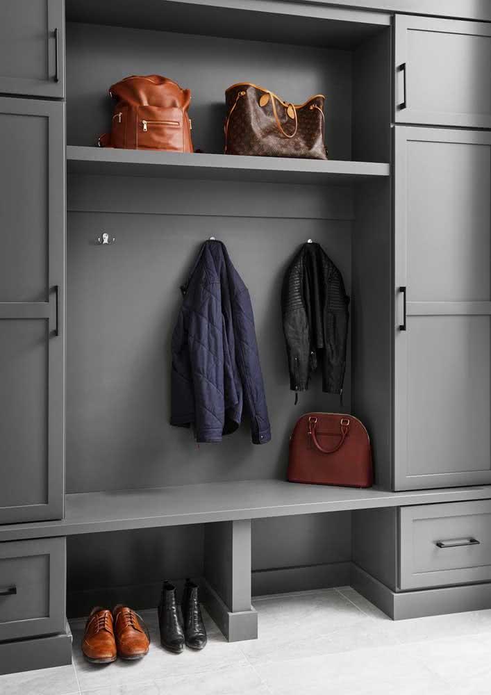 Guarda roupa cinza: sóbrio e bem masculino