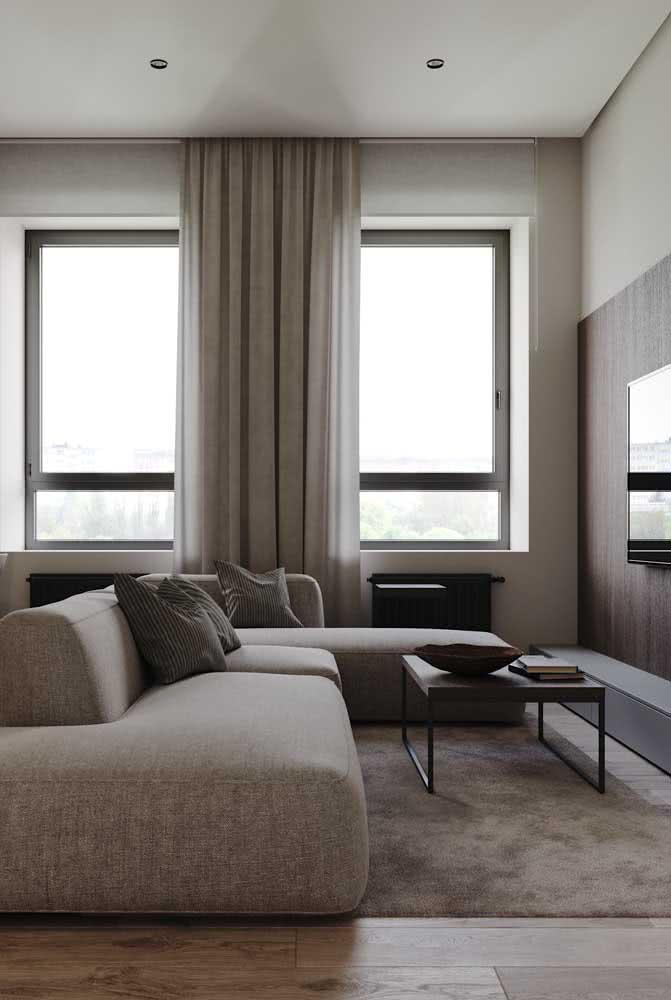 Repare como o sofá sem braço se ajusta muito bem a ambientes pequenos