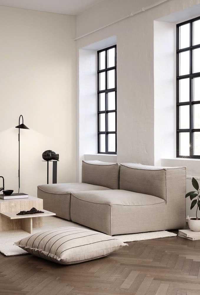 Sofá sem braço dois lugares pra lá de espaçoso e confortável